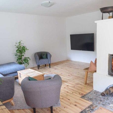 Wohnbereich mit Kamin, © im-web.de/ Tourist-Information Bayrischzell