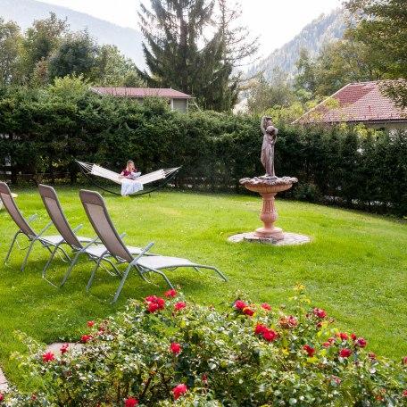 unser Garten mit Brunnen, © im-web.de/ Alpenregion Tegernsee Schliersee Kommunalunternehmen
